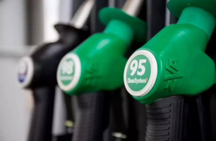 Азербайджан сократил импорт из России бензина Premium Euro-95