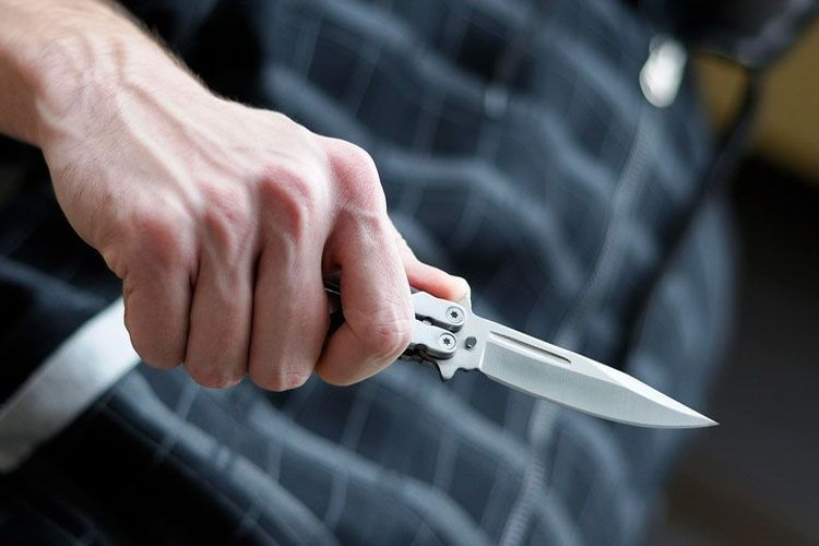 В Гяндже 28-летнему мужчине всадили в спину нож