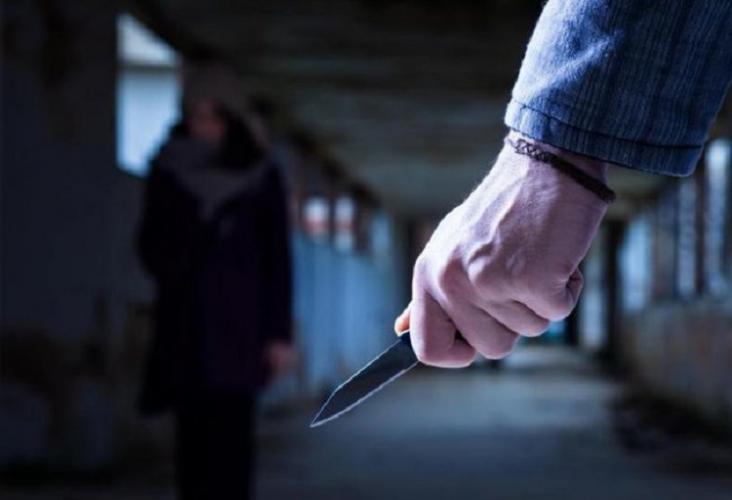 В Баку муж изувечил лицо жены ножом