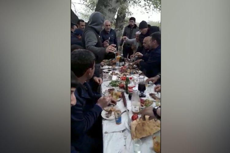 В Азербайджане задержаны 19 человек, устроивших застолье и нарушивших правила карантина - ФОТО