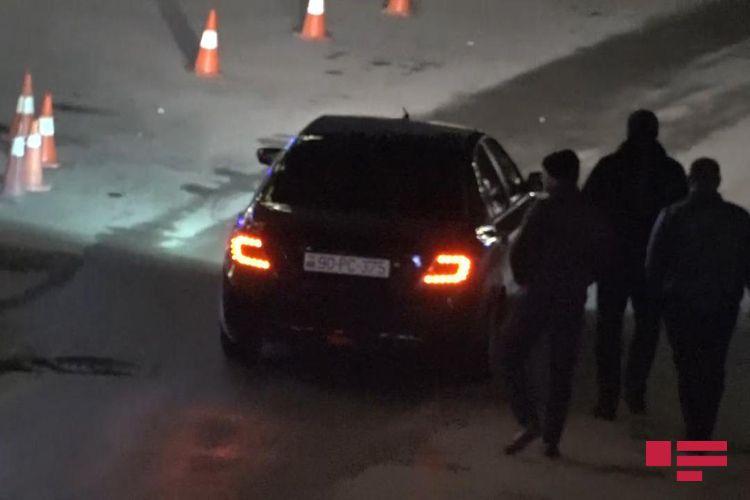 В Баку посетитель ресторана набросился с ножом на гостей - ФОТО