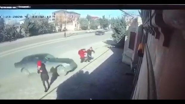 В Хырдалане автомобиль сбил двух школьниц – ШОКИРУЮЩИЕ КАДРЫ
