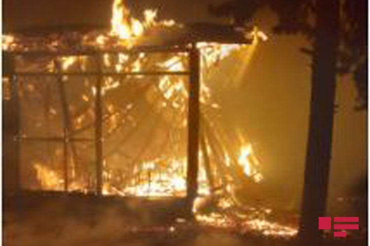 В Мингячевире пожар в здании, заселенном вынужденными переселенцами, полностью потушен - ФОТО - ОБНОВЛЕНО