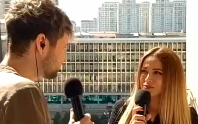 Азербайджанские исполнители устроили концерт на балконе - ВИДЕО