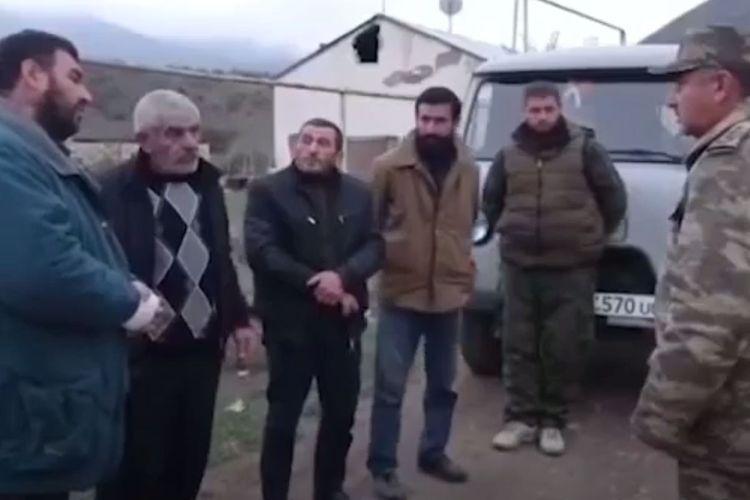 Армяне из села Гюлаблы поблагодарили азербайджанских солдат за помощь в переезде - ВИДЕО