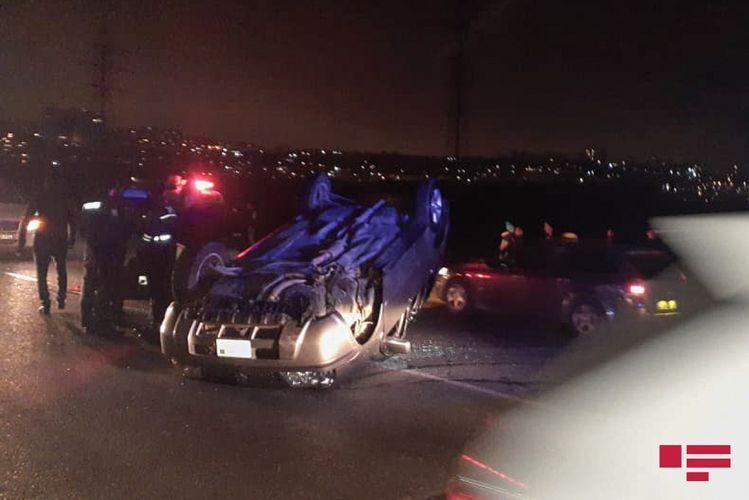 В Джалилабаде перевернулся автомобиль, есть погибший и раненые
