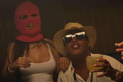 Окруженный моделями Роналдиньо появился в музыкальном клипе  - ВИДЕО