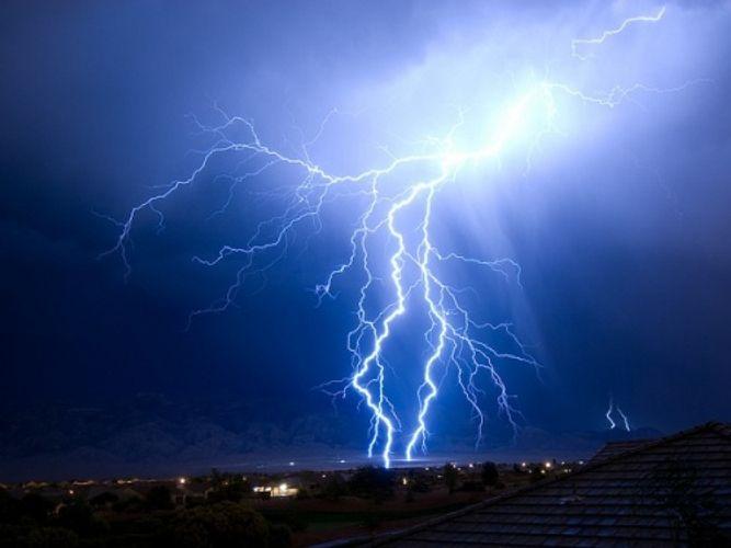 В Загатале жители села на некоторое время остались без газа и света из-за удара молнии