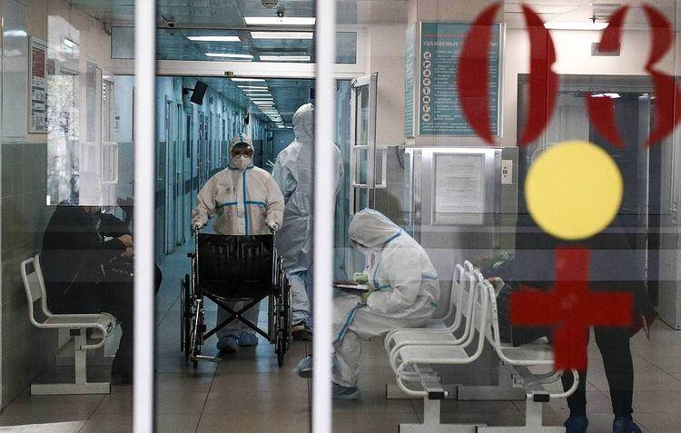 В России за сутки от коронавируса скончались 612 человек