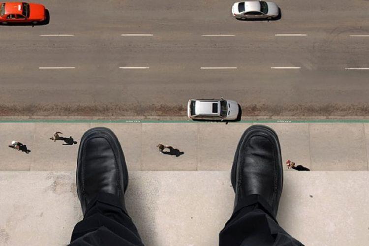 В Баку молодой парень бросился с высотного здания
